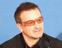 Bono skupia się na pomocy
