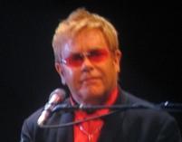 Elton John chce adoptować dziecko