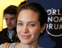 Angelina Jolie izoluje dzieci od świata